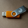 USB-Stick orange 8 GB mit Kinaesthetics-Logo Kinästhetik-Shop